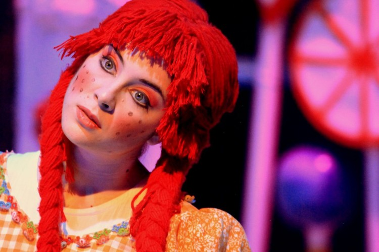 Gretel - Haensel and Gretel - Greek National Opera 2011 © Stratos Safioleas